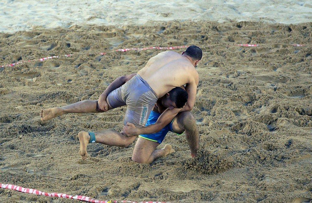 Beach-Wrestling